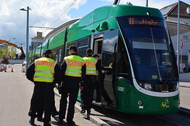 Mit der Straßenbahn ins Asylverfahren