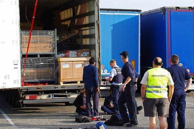 Flüchtlinge versteckten sich in Kroatien in einem Lkw – und wurden bei Freistett entdeckt