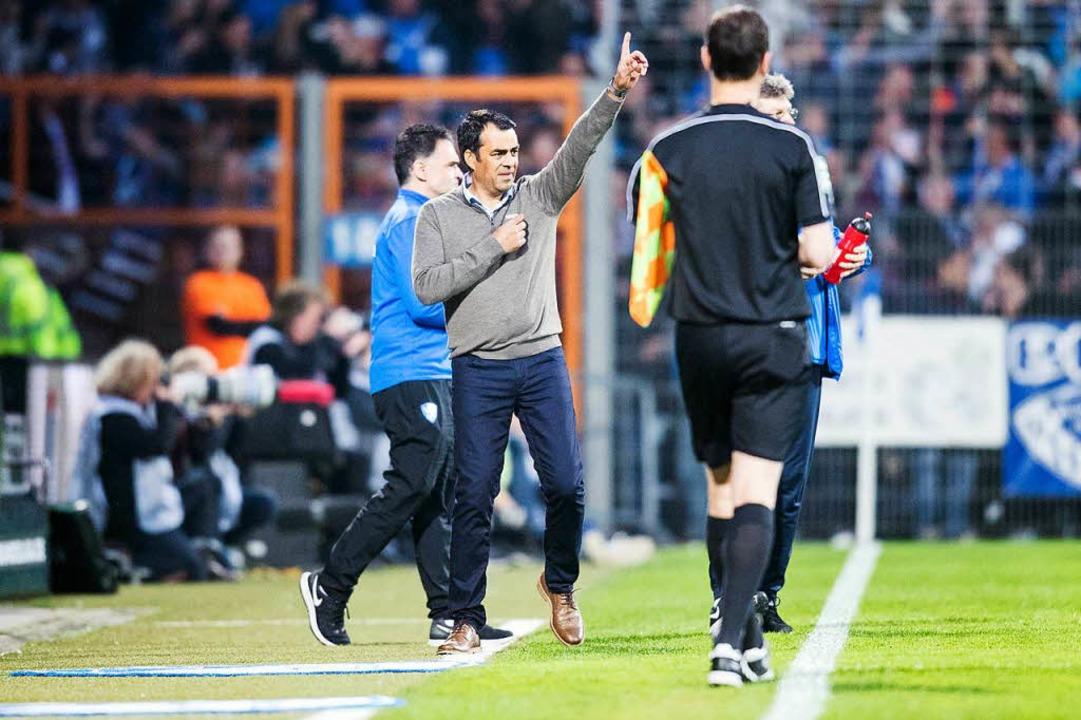 Robin Dutt am Freitag beim 3:2-Heimsieg gegen den 1.FC Kaiserslautern.  | Foto: dpa