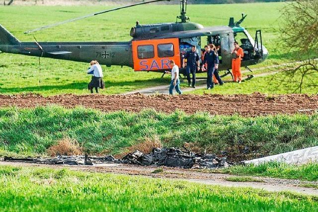 Spurensuche nach tödlichem Flugzeug-Zusammenstoß geht weiter