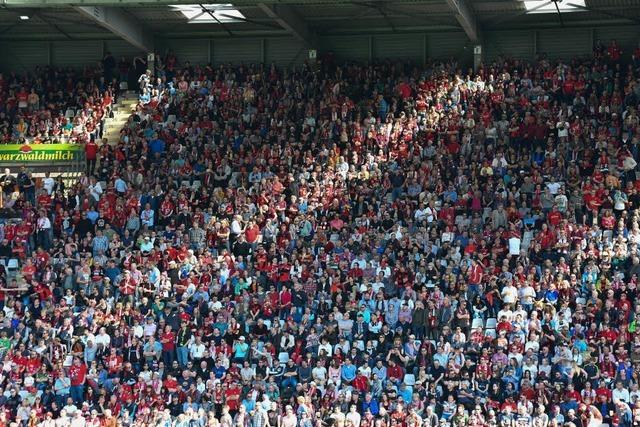 Die Fans sollten den SC Freiburg im Abstiegskampf im Stadion unterstützen