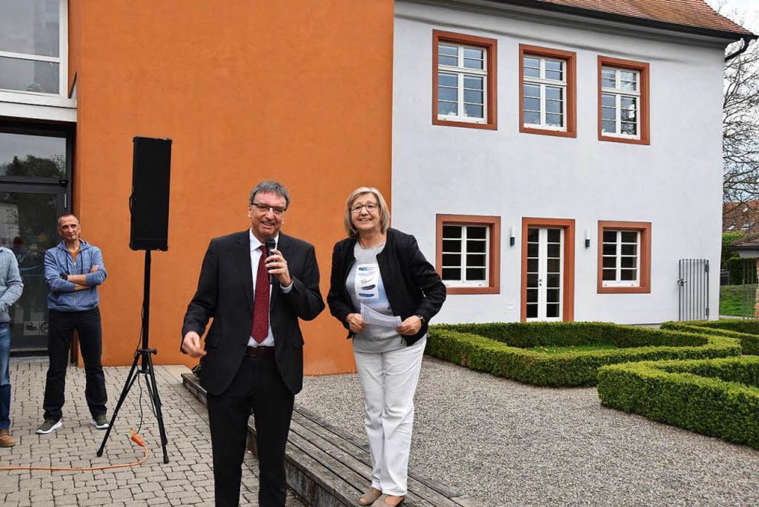 Walter Laub bedankt sich für seine Wie...s vor dem Rathaus bekannt gegeben hat.  | Foto: Manfred Frietsch