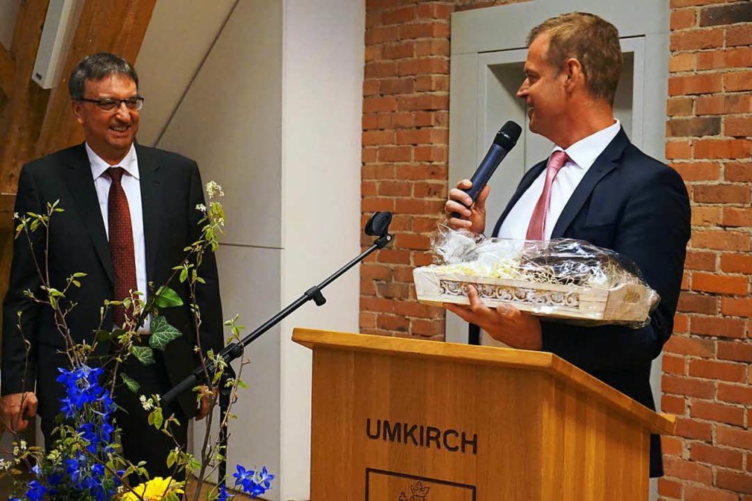 Glückwünsche von den Kollegen: Breisac...rigen Bürgermeisterkollgen der Region.  | Foto: Julius Wilhelm Steckmeister