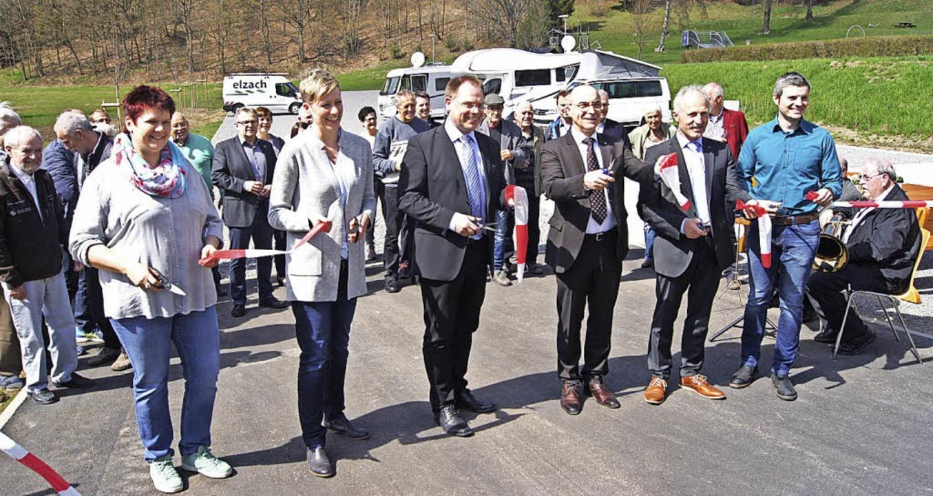 Der Wohnmobilplatz ist eröffnet: von l...r und Thomas Schätzle (Stadt Elzach).     Foto: Gutjahr