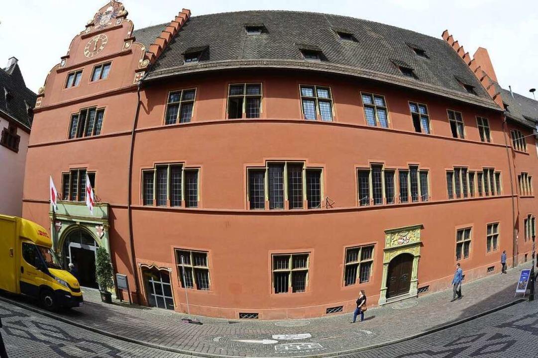 Das Freiburger Rathaus scheint ein begehrter Arbeitsplatz zu sein.  | Foto: Ingo Schneider