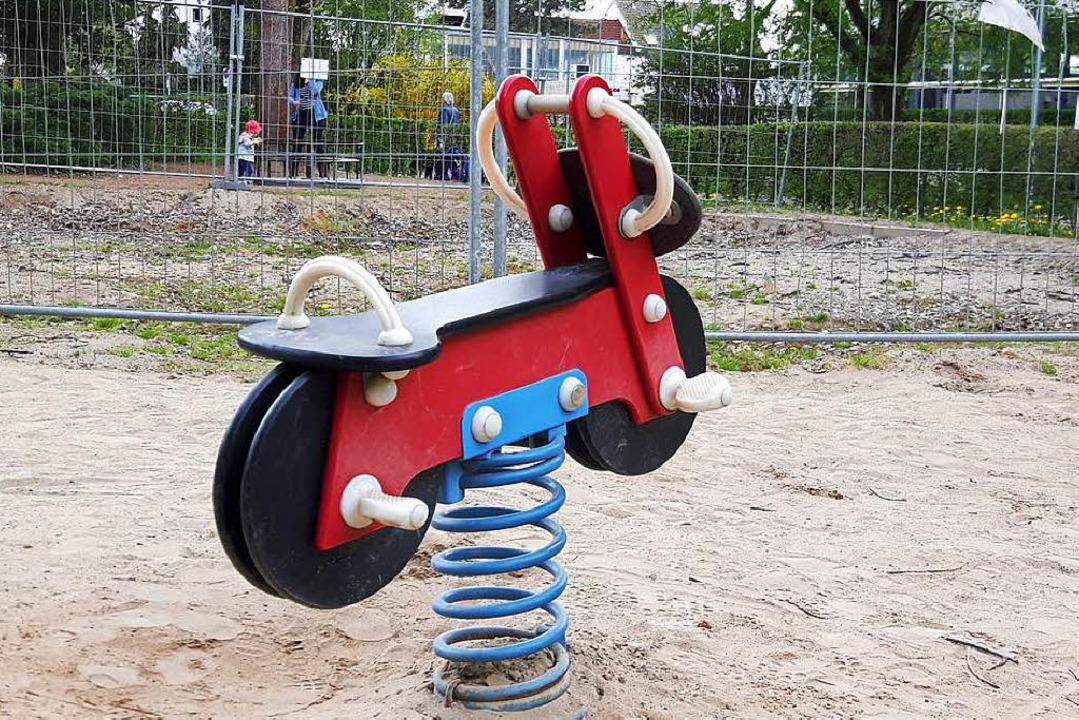 Derzeit sieht der Spielplatz im Rosenfelspark wenig einladend aus.  | Foto: Maja Tolsdorf