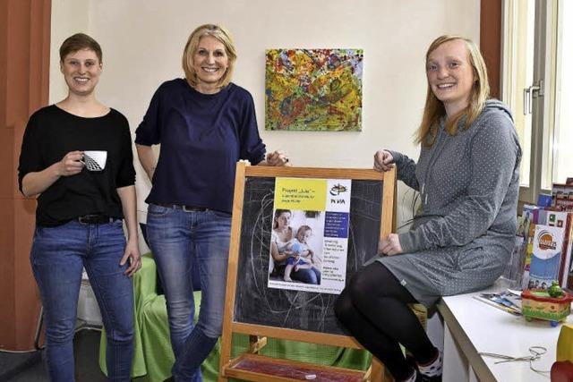 Im Müttercafé können sich junge Frauen mit Kindern treffen