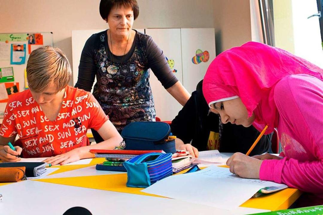 Viele Lehrer versuchen, allen Schülern...och ihr Zeitkontingent ist begrenzt.    | Foto: dpa