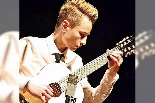 Sergey Fedorov interpretiert am Sonntag, 22. April, Gitarrenstücke im Textil-Musuem in Wehr
