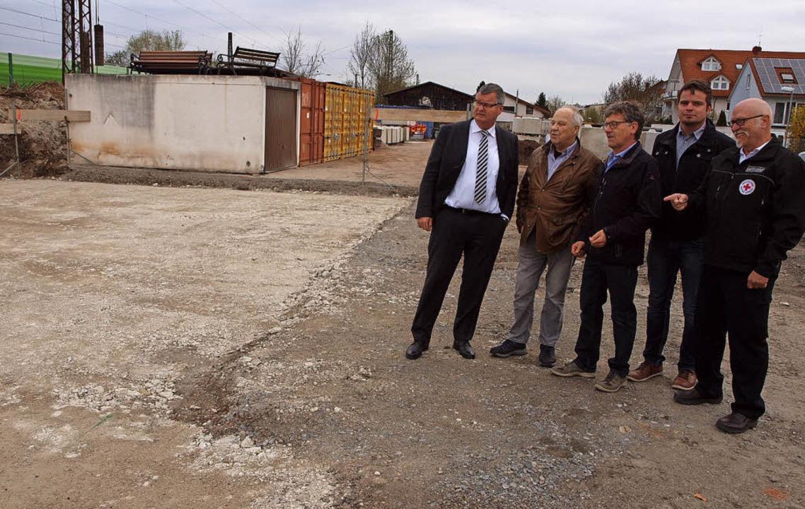 Ortstermin am Baufeld: von links Matth...hristoph Gehlen und Diethelm Scholle.   | Foto: Michael Haberer