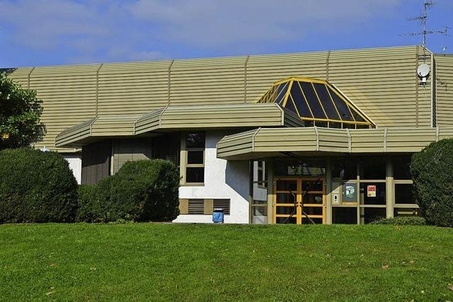 Teure Dacharbeiten für Badmattenhalle