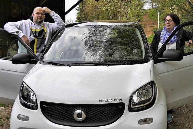 Ehepaar fährt mit E-Auto nach Malmö