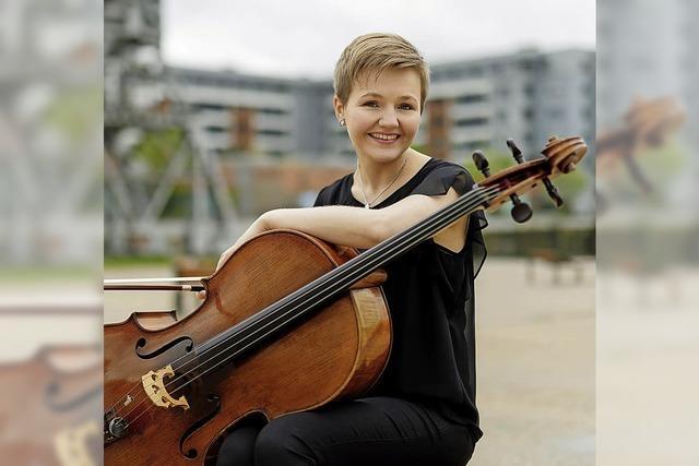 Ortenauorchester mit Solistin Iida Hirvola am Violoncello in der Reithalle Offenburg