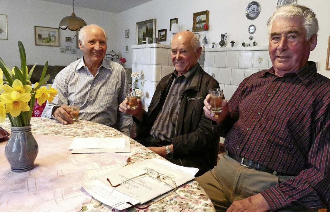 187 Jahre Sangeslust: So lange schon s... das Glas Wein gehört noch immer dazu.  | Foto: Jochen Fillisch