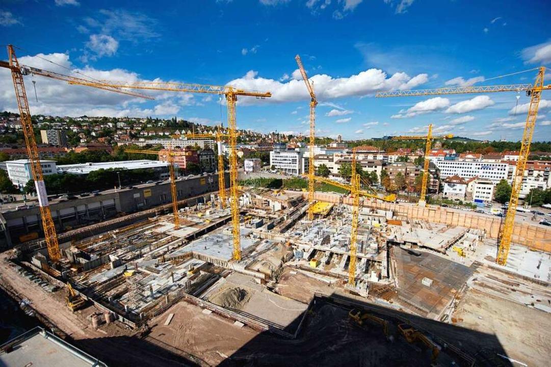 Die Übersichtsaufnahme zeigt die Stutt... mit dem neuen Stadtquartier von oben.  | Foto: dpa