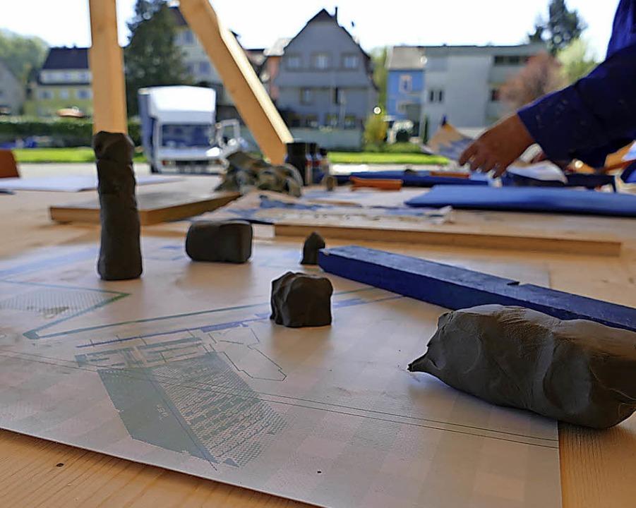 Grundrisse und Plastilin sind der Stof...jeder ein neues Quartier träumen kann.    Foto: Willi Adam