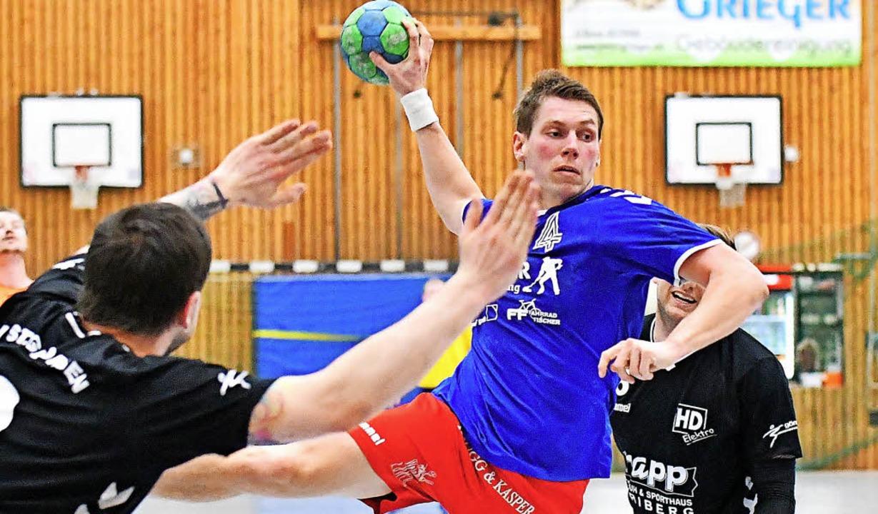 Die Kenzinger Handballer um Denis Michelbach wollen die Relegation vermeiden.   | Foto: Achim Keller