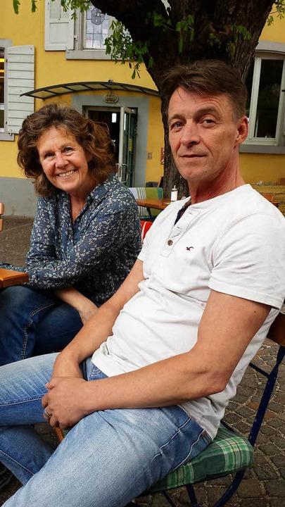 Isabella Schindler-Zeller legt die Reg...é Z  in die Hände von   Markus Puscha.  | Foto: S. Müller