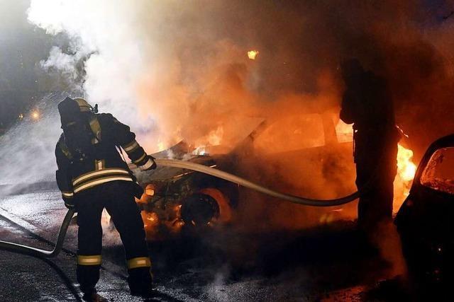 Serienbrandstifter schlägt wieder zu: Zwei Autos brennen in Lahr aus