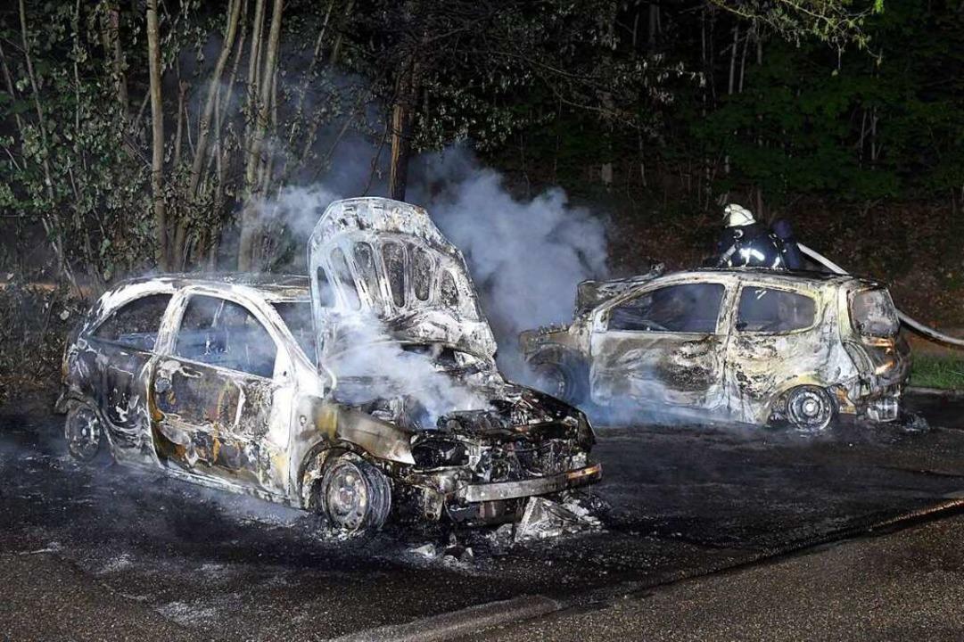 Zwei Kleinwagen brennen am Klinikum Lahr aus.  | Foto: Wolfgang Künstle