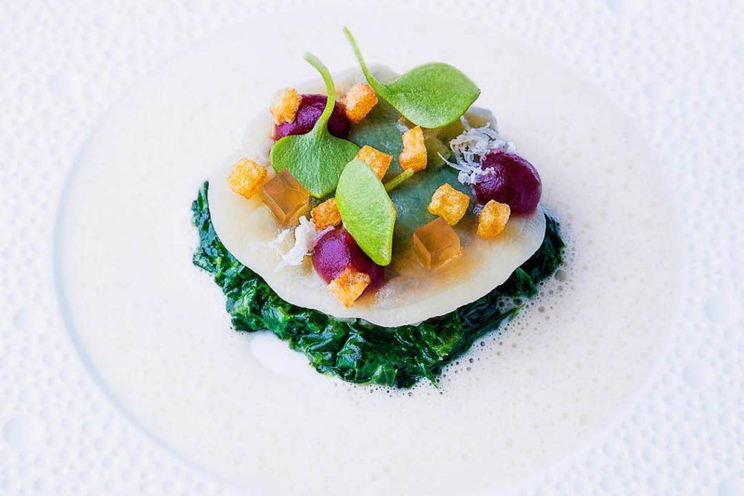 Ravioli vom Tafelspitz auf Spinatpüree    Foto: Michael Wissing