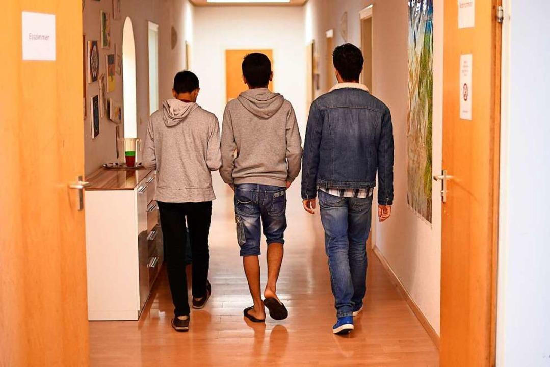 Junge Flüchtlinge in einem Kinder- und Jugendhilfezentrum in Karlsruhe.  | Foto: dpa