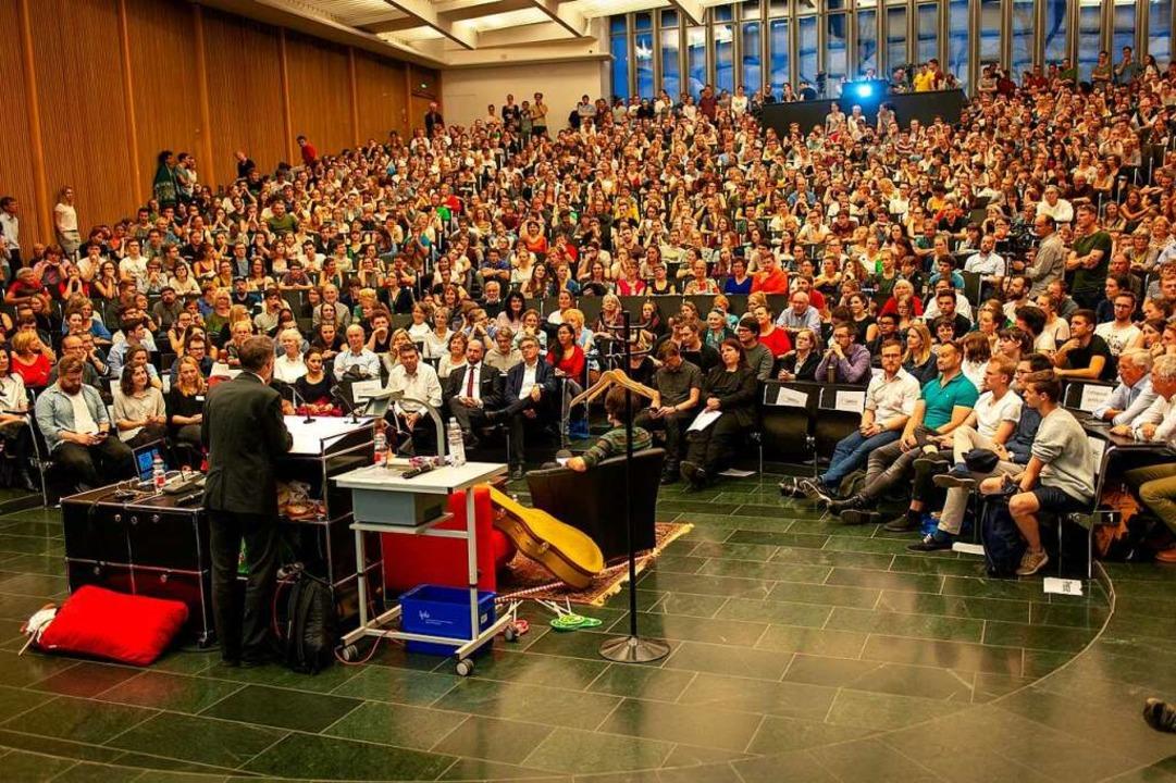 Riesenandrang im Audimax der Universit...ssionen im Wahlkampf sehr gut besucht.    Foto: Peter Herrmann