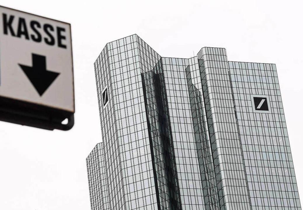 Die Deutsche Bank hat vor Ostern verse...o an die Terminbörse Eurex überwiesen.  | Foto: dpa