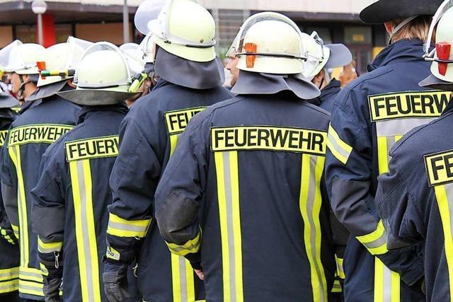 Nach Brand: Rauchwolke über Grenzach-Wyhlen