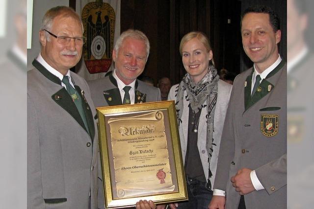 Ehrennadeln für Verdienste