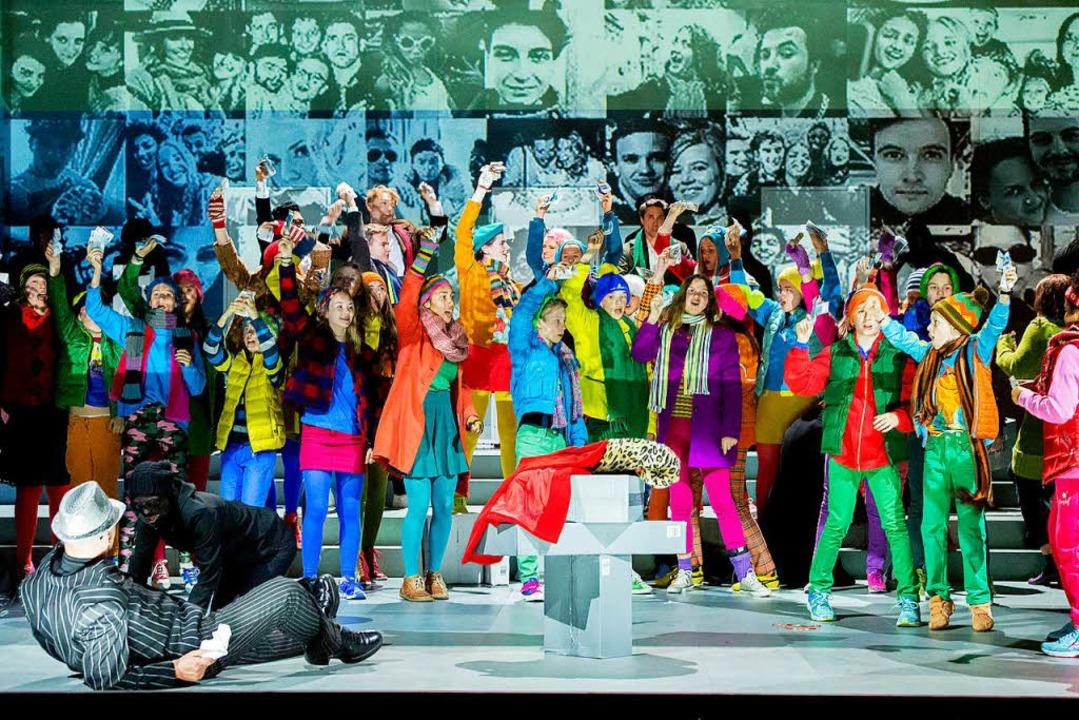 "Kinder proben die Revolution: Szene au...ld der Freiburger ""Bohème""  | Foto: Rainer Muranyi"