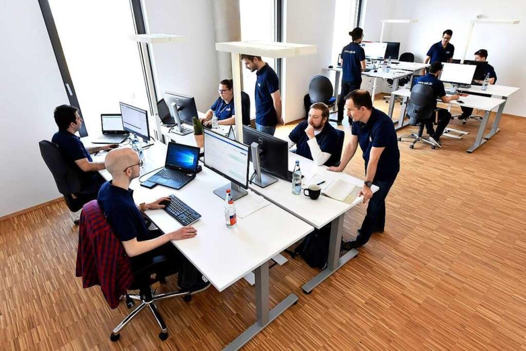 Die PGK-Mitarbeiter entwickeln Software für Firmen.  | Foto: Thomas Kunz