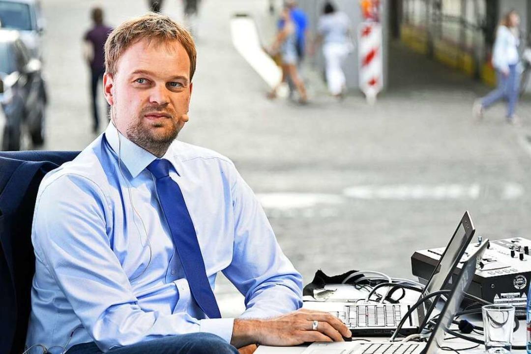 Der städtische Statistiker Andreas Kern kommentierte live die Ergebnisse.  | Foto: Michael Bamberger