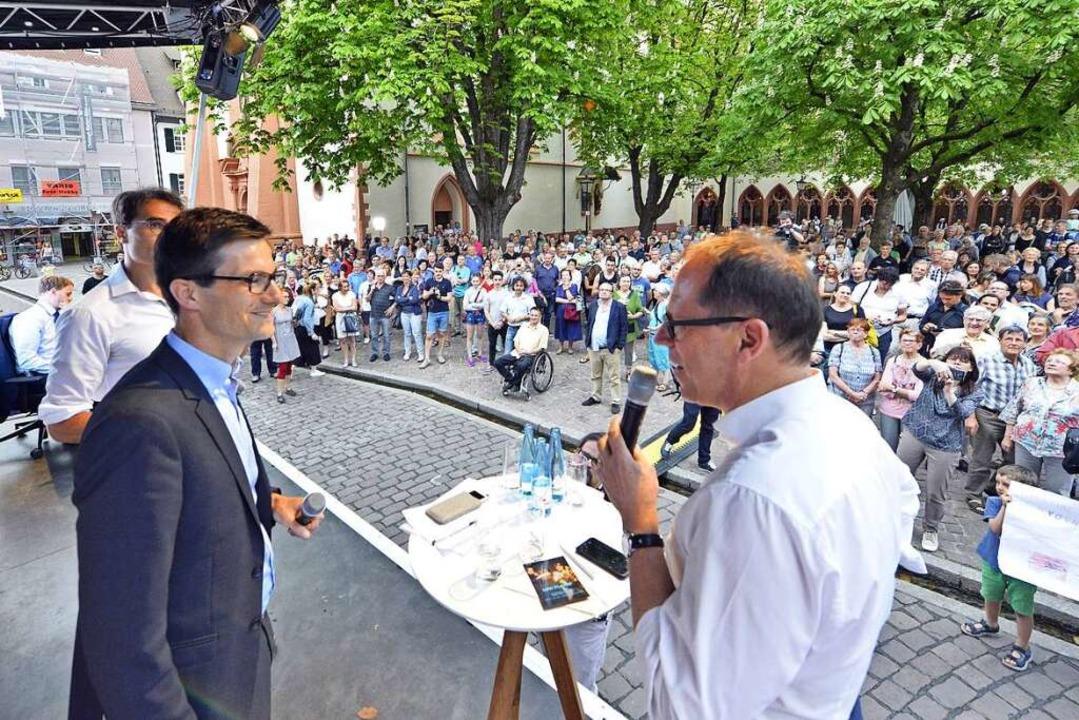 Martin Horn nach der Bekanntgabe des Wahlergebnis auf der BZ-Bühne.  | Foto: Michael Bamberger