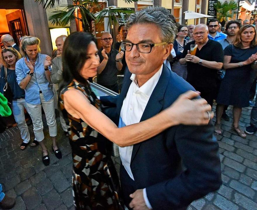 Dieter Salomon bei seiner  Wahlparty mit Ehefrau Helga Mayer-Salomon.    Foto: Michael Bamberger