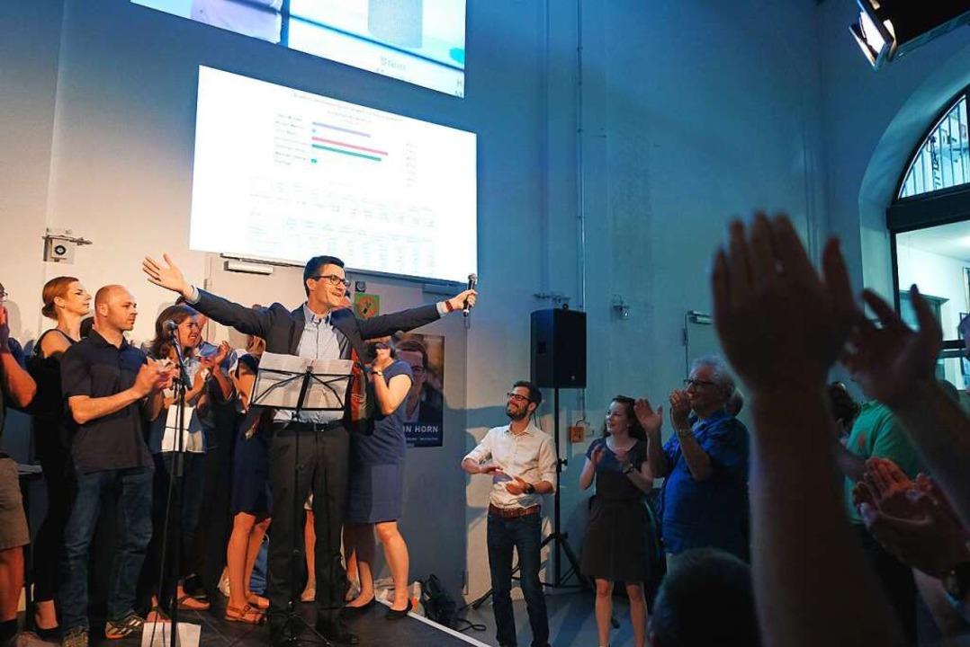 Jubel im E-Werk bei Martin Horn und se...st erreichte er die absolute Mehrheit.  | Foto: Miroslav Dakov