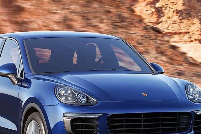 Porsche-Fahrer flieht nach gefährlichem Überholmanöver - Polizei sucht Zeugen