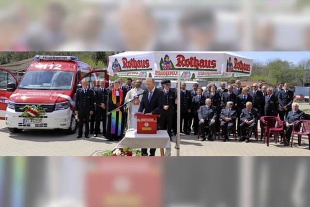 Feuerwehrfahrzeug erhält den Segen