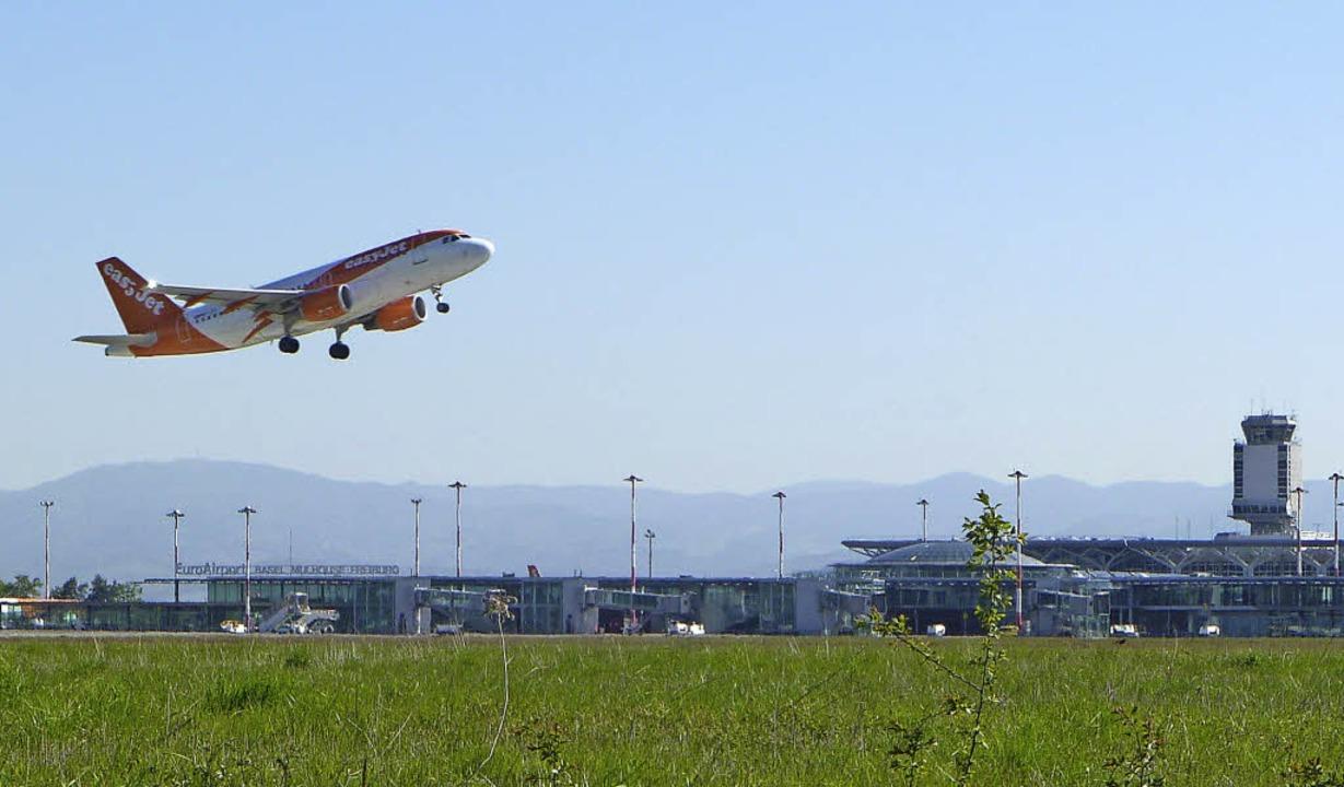 Der Euroairport will bei Passagieren u...ter wachsen, den Lärm aber begrenzen.     Foto: Mahro