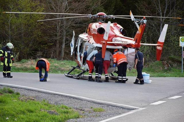 Zu schnell: Zwei Motorradfahrer im Hochschwarzwald schwer verletzt