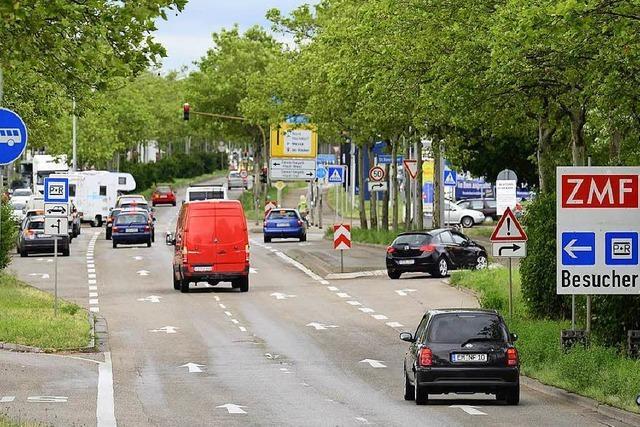 Polizei sucht nach Unfall an der Besançonallee immer noch Fahrer eines weißen Lkw