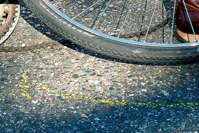 Ohne Helm: Radlerin bei Sturz auf Spirzenstraße schwer verletzt