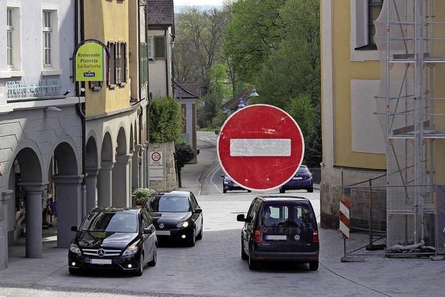 Einbahnstraße und Tempo 20
