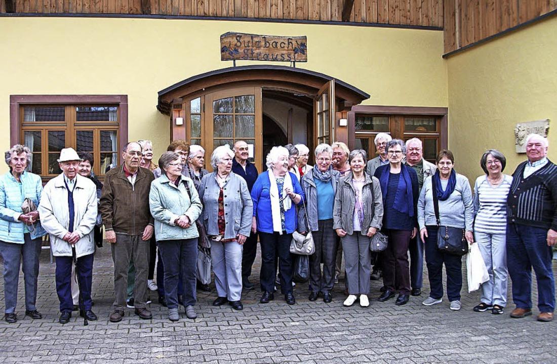 Die AWO-Ausflügler vor der Sulzbach-Straußi in Heitersheim.  | Foto: Privat