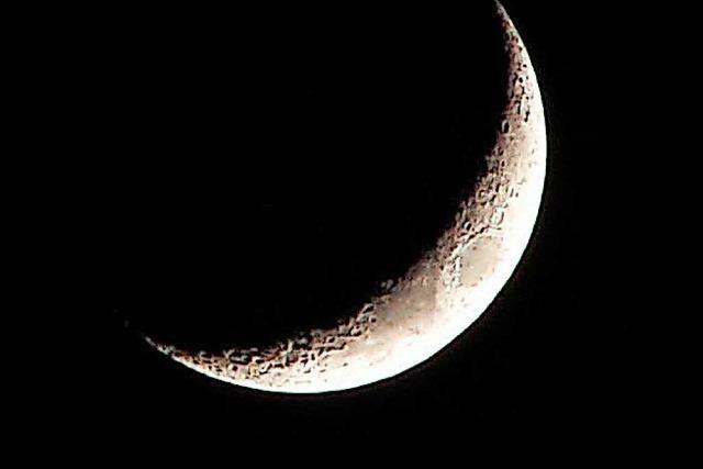 Mondsichel über Yach