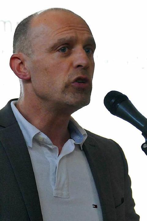 Der Verwaltungswissenschaftler Jürgen ...ile der Unechten teilortswahl erklärt.  | Foto: Hans-Peter Müller
