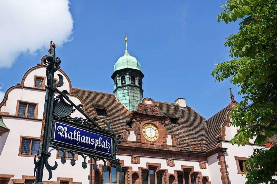 Das Freiburger Rathaus: Wer wird hier der neue Chef oder die neue Chefin?  | Foto: hk13114 (Adobe)
