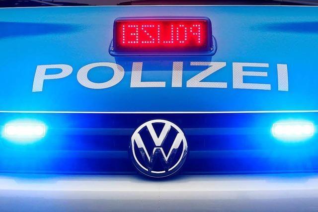 Senior kracht in Lörrach zweimal mit seinem Auto gegen die Wand