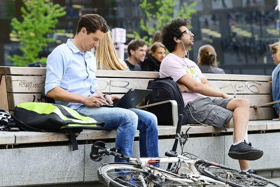Der Platz in der Innenstadt ist für Fr...ein wichtiger Aufenthaltsort geworden.  | Foto: Ingo Schneider