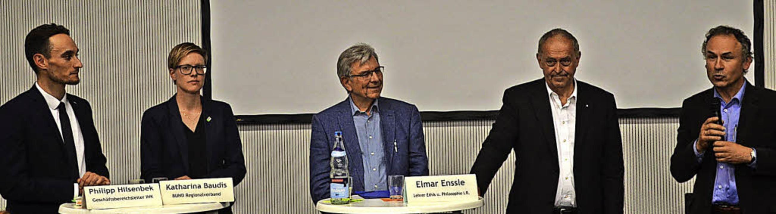 In der Diskussion am Anstöße-Abend mit...ts im Bild Moderater Gerhard Bronner.     Foto: Elisabeth Winkelmann-Klingsporn